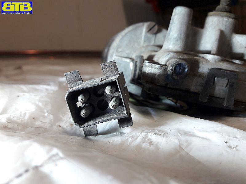 Wischermotor vorne 0390241086 erstzt durch 0390241100BMW 3 (E30) 318 I